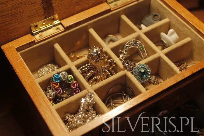 Jak rozpoznać biżuterię srebrną?