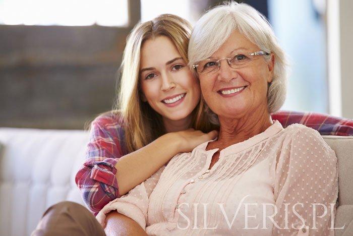 jaka srebrna biżuteria dla dojrzałej kobiety?