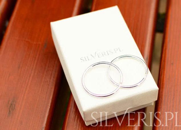 Kolczyki srebrne koła. Do czego założyć taką biżuterię?