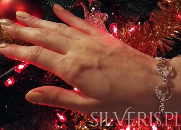 Biżuteria na święta Bożego Narodzenia. Uniwersalne ozdoby to doskonały prezent!