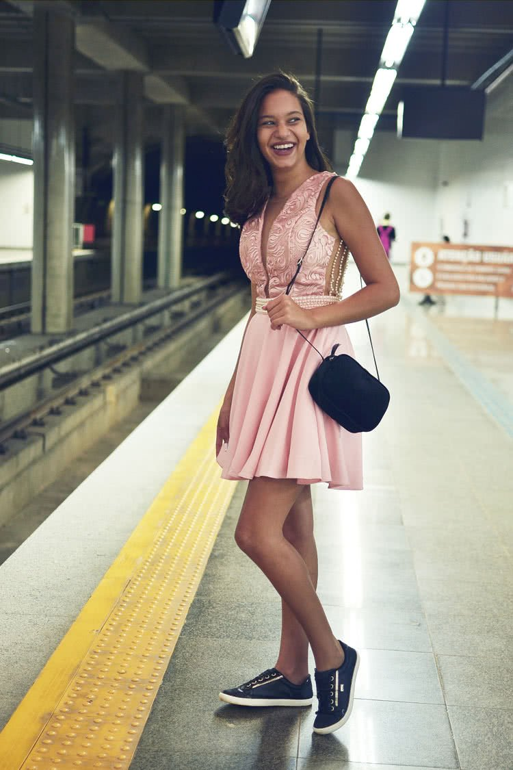 Najlepsza biżuteria do różowej sukienki