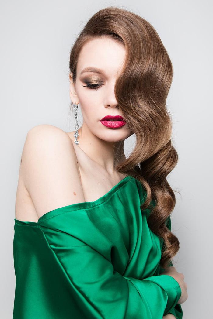 jaka biżuteria do zielonej sukienki