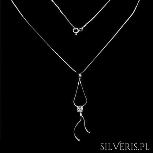 Naszyjnik srebrny z Cyrkonią - bodry wybór dla puszystej kobiety