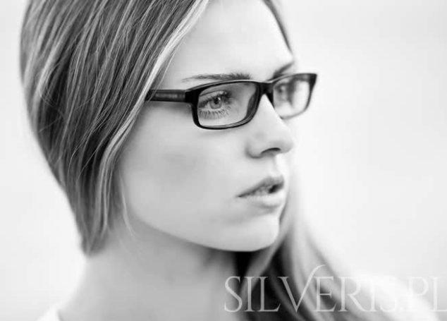 Jakie kolczyki do okularów?
