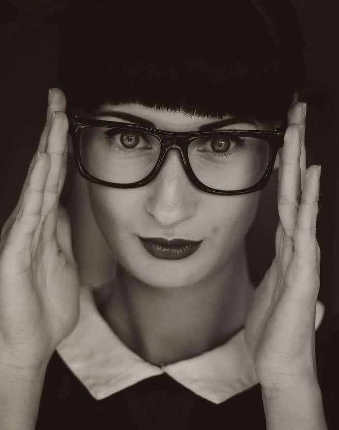 Zasady doboru kolczyków do okularów