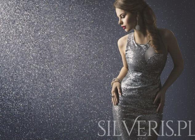 Jaka biżuteria do błyszczącej sukienki?