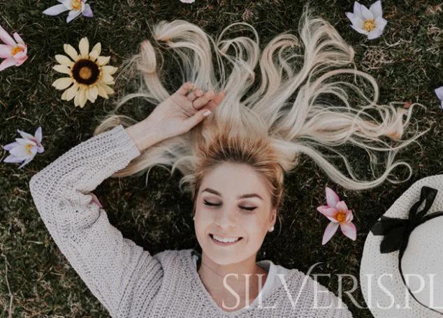 Jakie kolczyki do blond włosów?