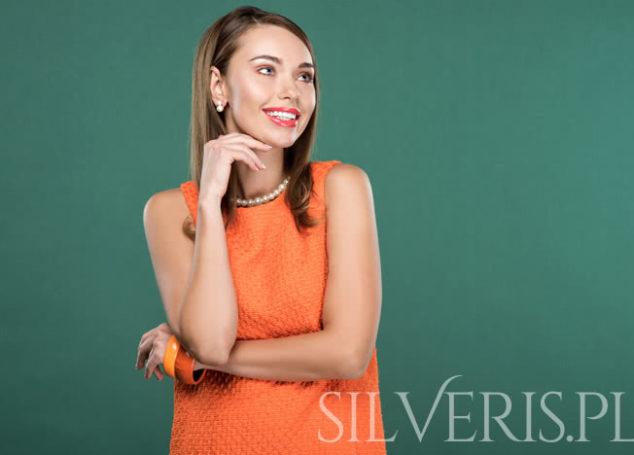 Jaka biżuteria do pomarańczowej sukienki