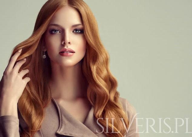 Jakie kolczyki do rudych włosów?