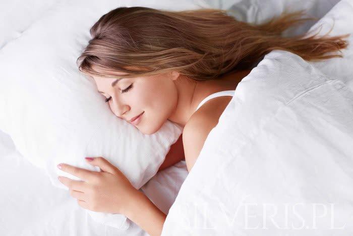Czy można spać w kolczykach?
